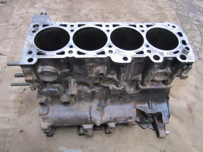 Блок цилиндров двигателя 4G37