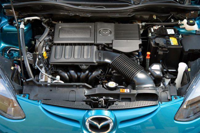 В Mazda 2 первого поколения использовались бензиновые моторы Zetec-Sigma
