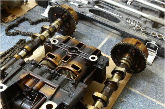 Двигатель 4b12 в разобранном виде