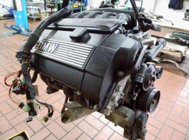 Двигатель M52B20