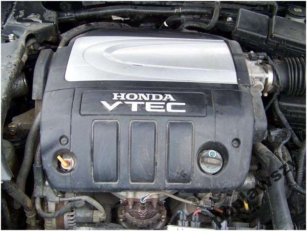 J35A8 в подкапотном пространстве Honda Legend в кузове KB1