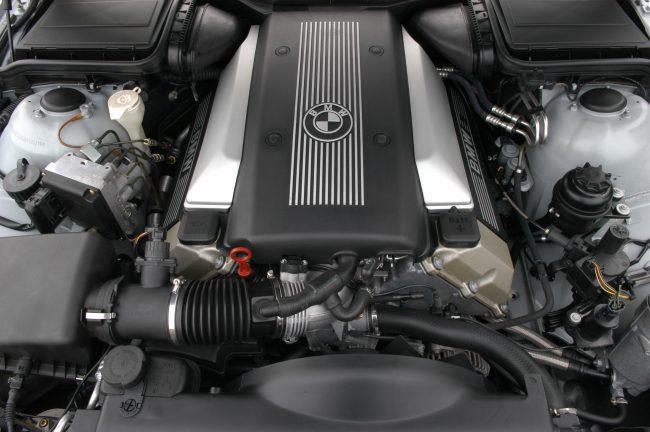 BMW M62B44 под капотом