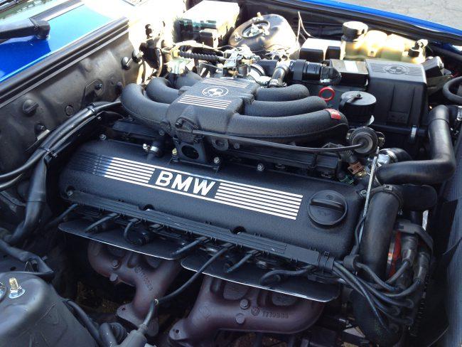 Двигатель m20