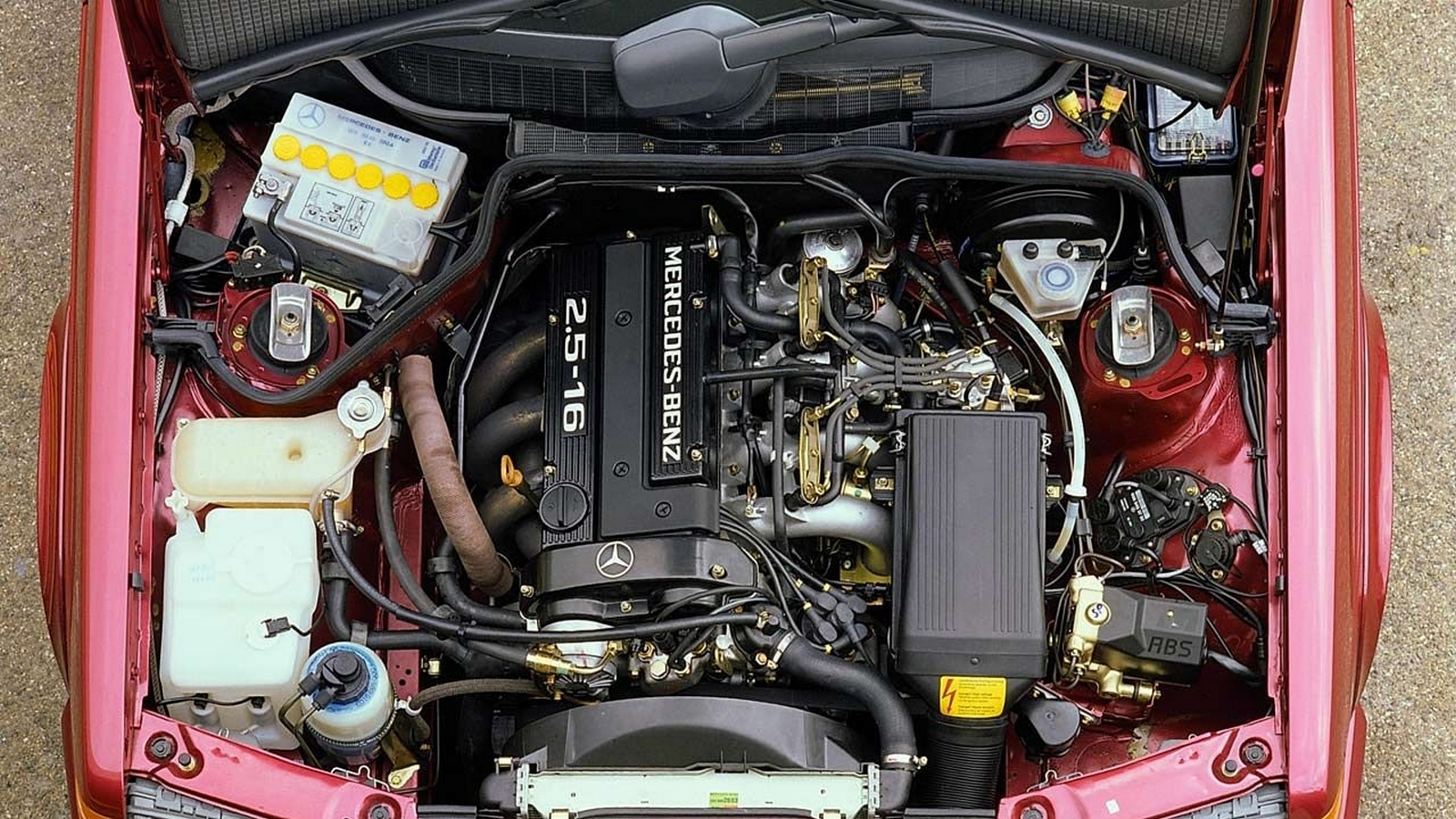 Мотор под капотом