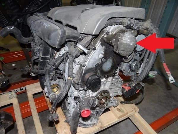 Откуда вытекает масло на двигателе