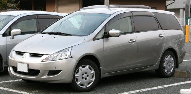 Mitsubishi Grandis первого и последнего поколения