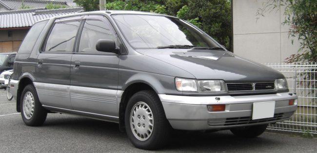 Mitsubishi Space Wagon третьего поколения