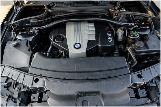 N47D20 в подкапотном пространстве BMW 5 седан (E60)