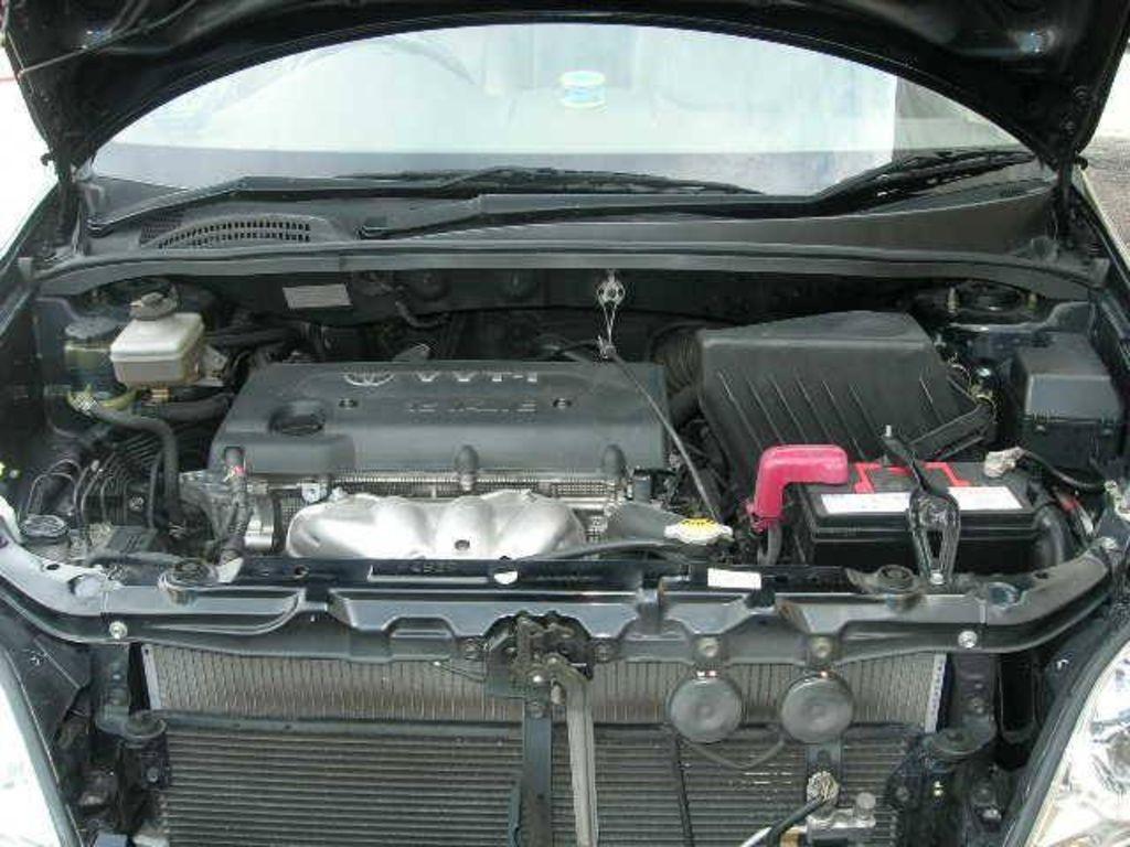 Двигатель 1AZ-FE в подкапотном пространстве Toyota Picnic 2004 г.в.
