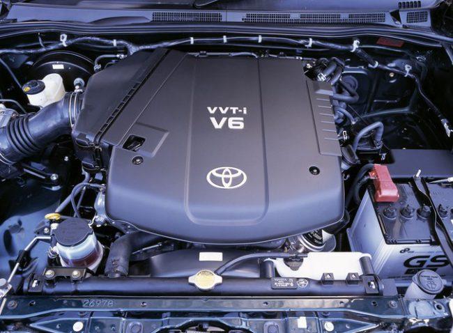 Двигатель 1GR-FE под капотом