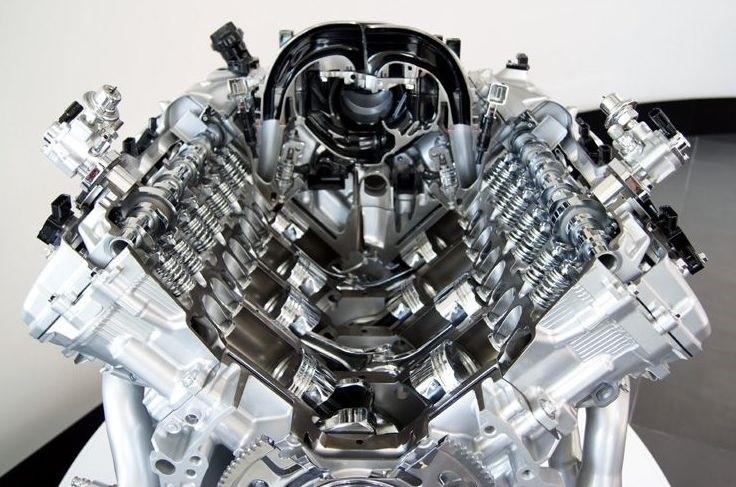 Двигатель 2UR-FSE V8 в разрезе