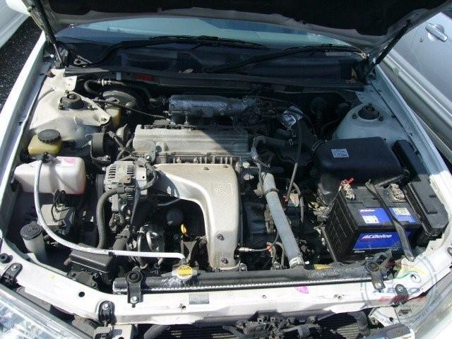 Двигатель 5S-FE в подкапотном пространстве Toyota Camry Gracia