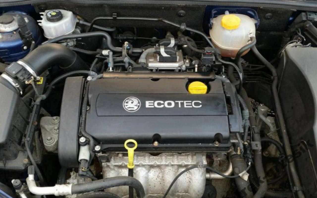 Двигатель A18XER под капотом