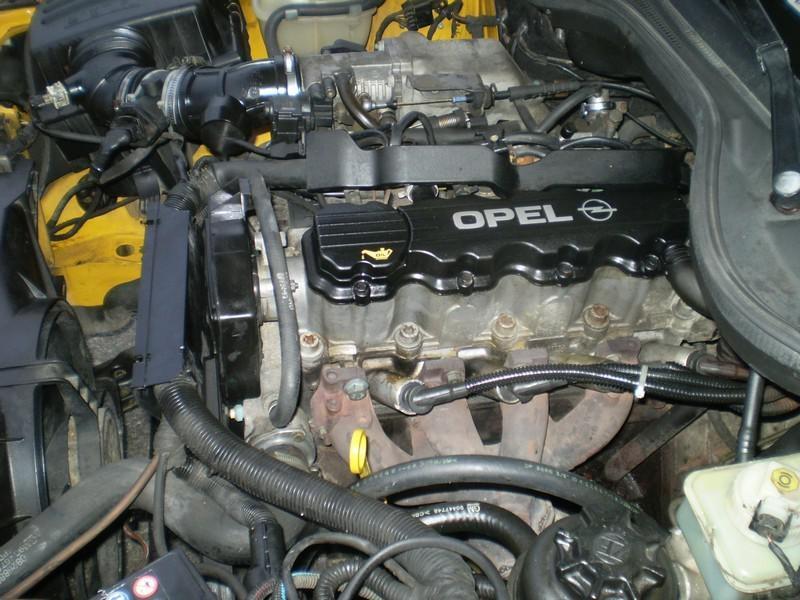 Двигатель Opel X20SE под капотом