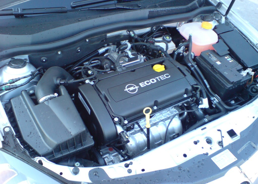 Двигатель Z18XER в подкапотном пространстве Opel Vectra C (рестайлинг, седан, 3 поколение)