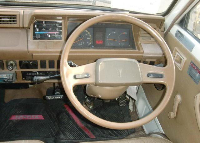 Интеьрьер Toyota Lite Ace 1985 года