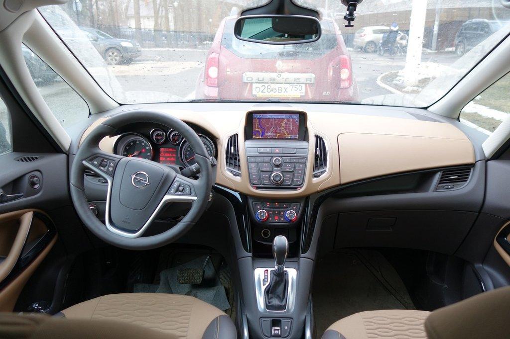 Интерьер в Opel Zafira