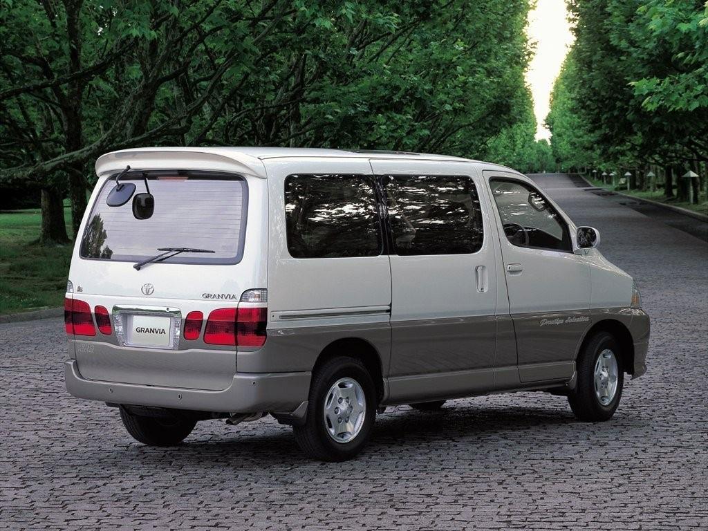 Минивэн Toyota Granvia 2002 г. в. (модификация 3.0 AT, 140 л.с.)