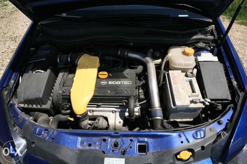 Мотор Z20LEL в подкапотном пространстве Astra GTC 2.0 Turbo OPC