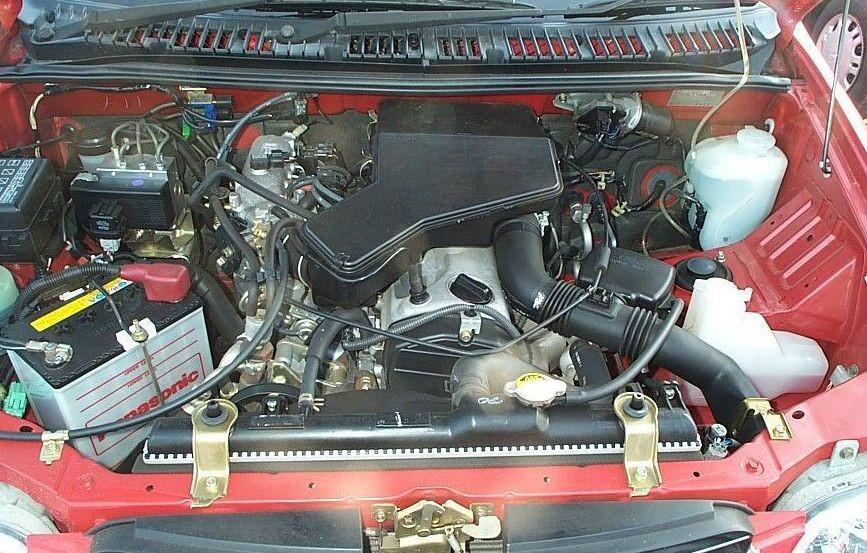 Подкапотное пространство Toyota Cami с двигателем 1.3