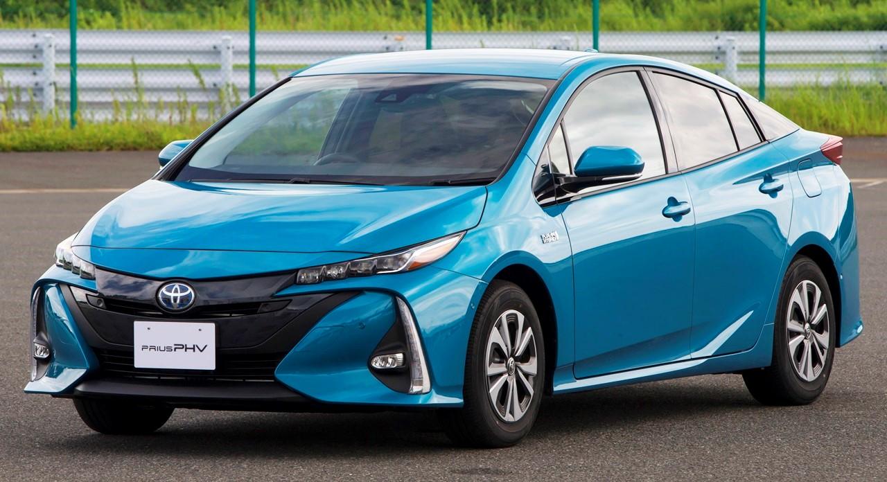 Подзаряжаемый от внешней электросети Toyota Prius PHV 2017 модельного года