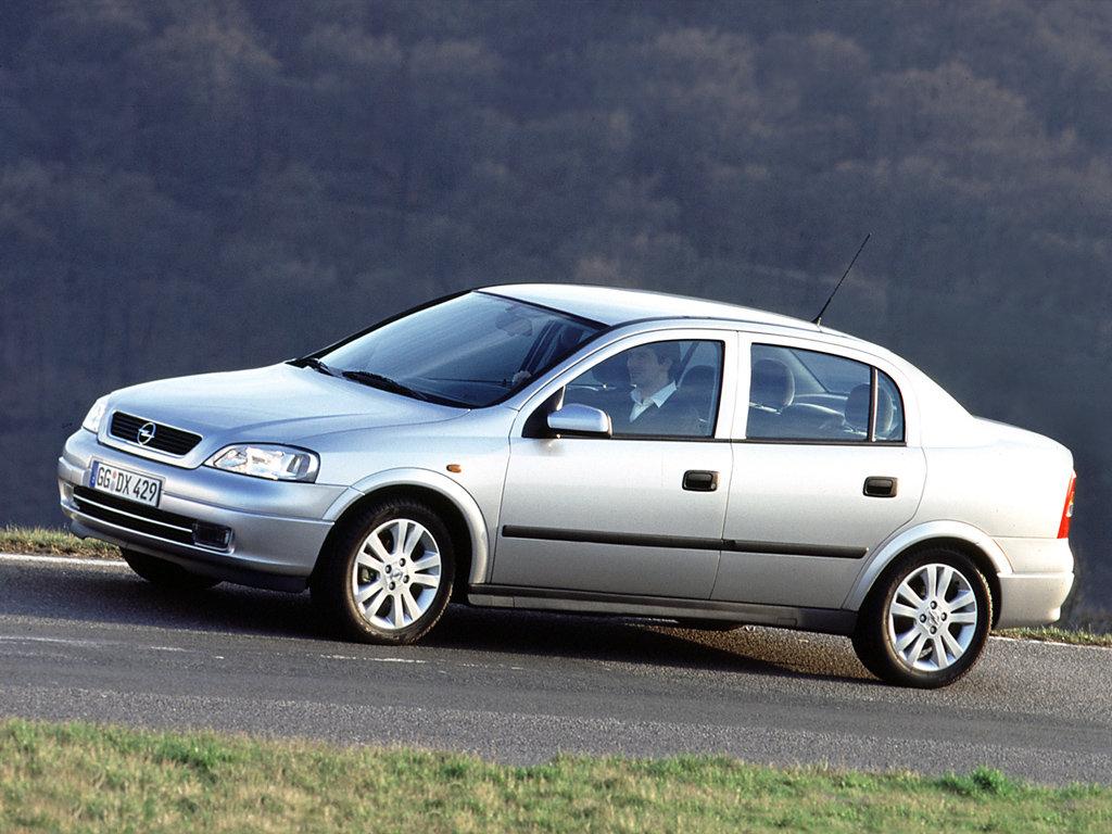 Седан Opel