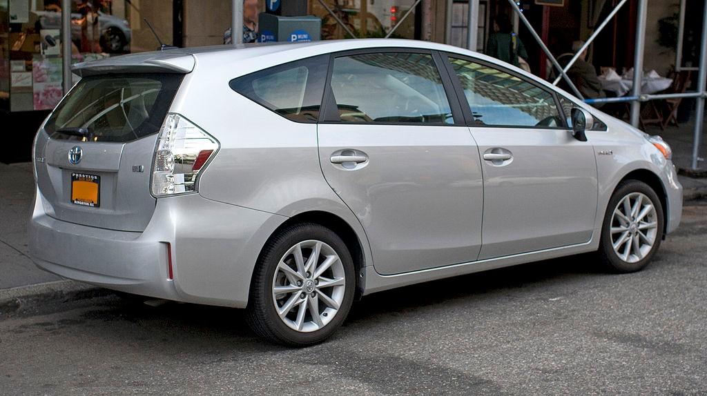 Семиместный универсал Toyota Prius v