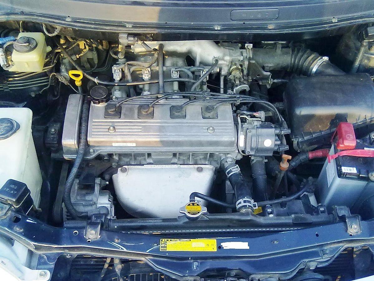 Силовой агрегат 4A-FE в моторном отсеке Toyota Corolla Spacio