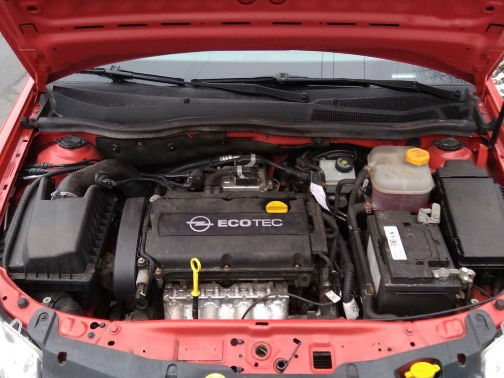 Силовой агрегат Z18XER в подкапотном пространстве Opel Astra GTC H (рестайлинг, хэтчбек, 3 поколение)