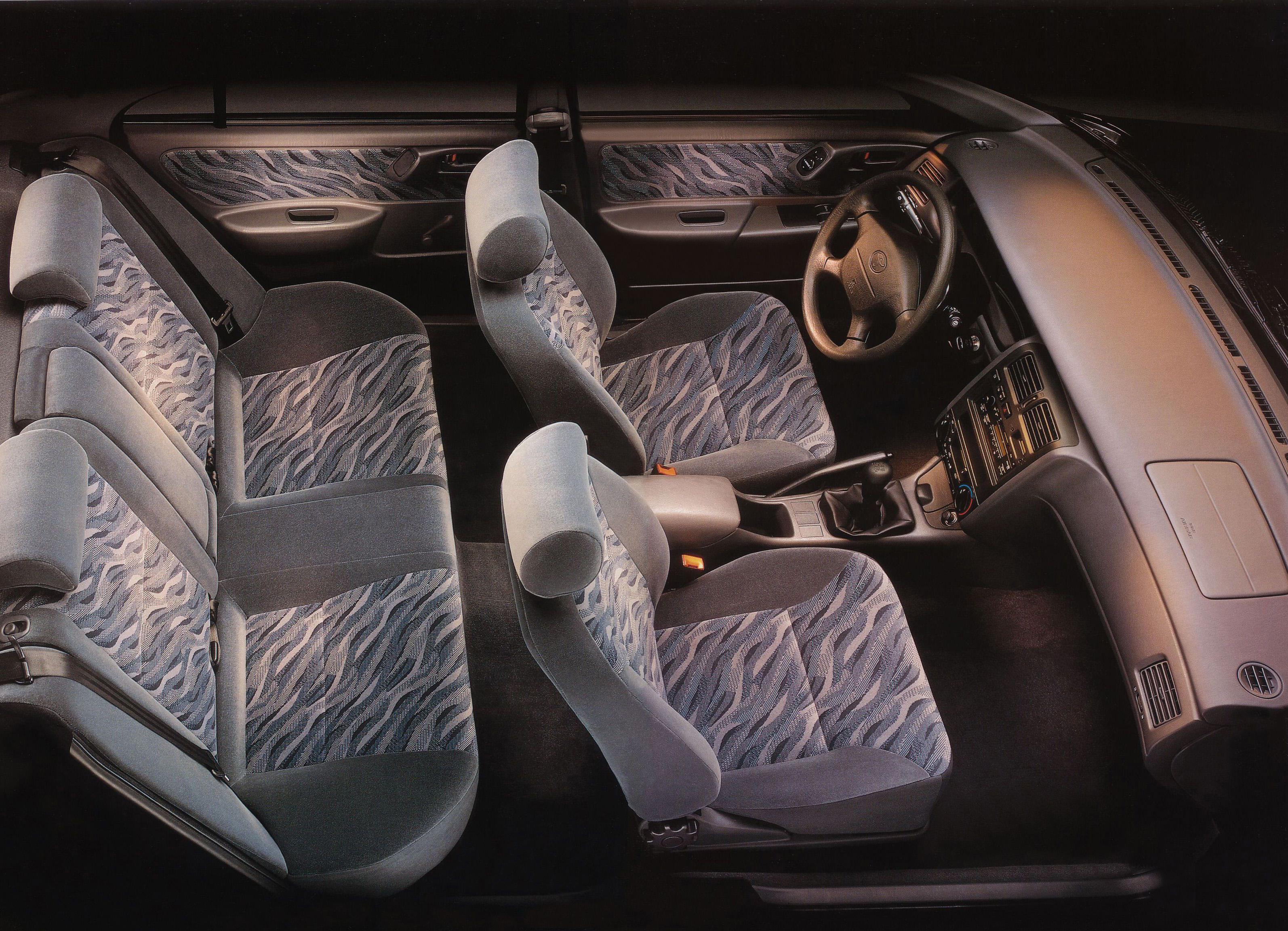 Toyota Carina E интерьер