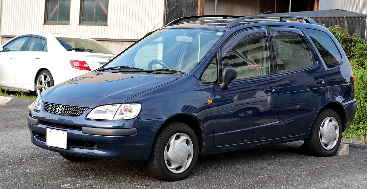 Toyota Corolla Spacio первого поколения (Япония)