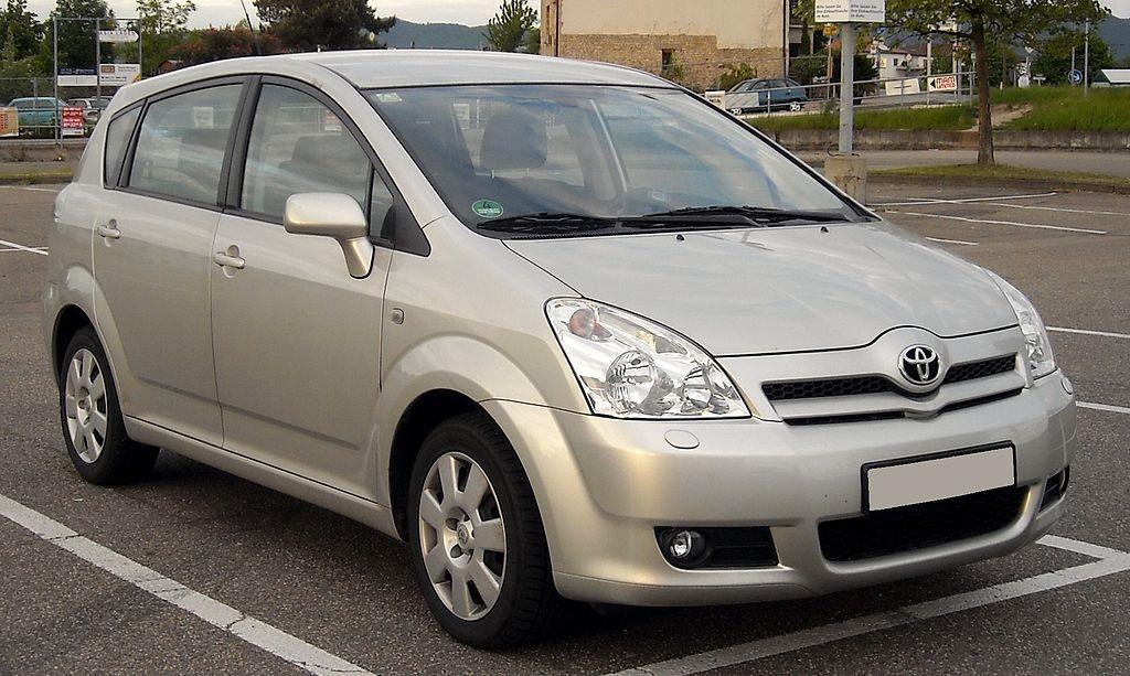 Toyota Corolla Verso (Германия) третьего поколения (AR10)