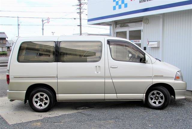 Toyota Grand Hiace 2001 года