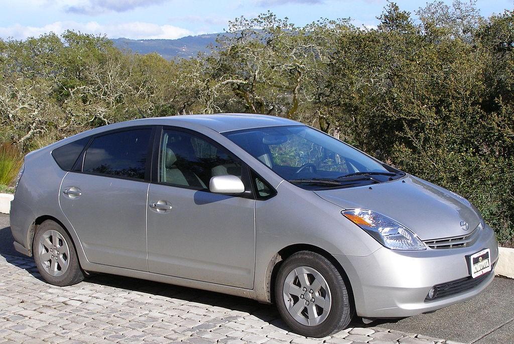 Toyota Prius второго поколения со знаменитым треугольным профилем