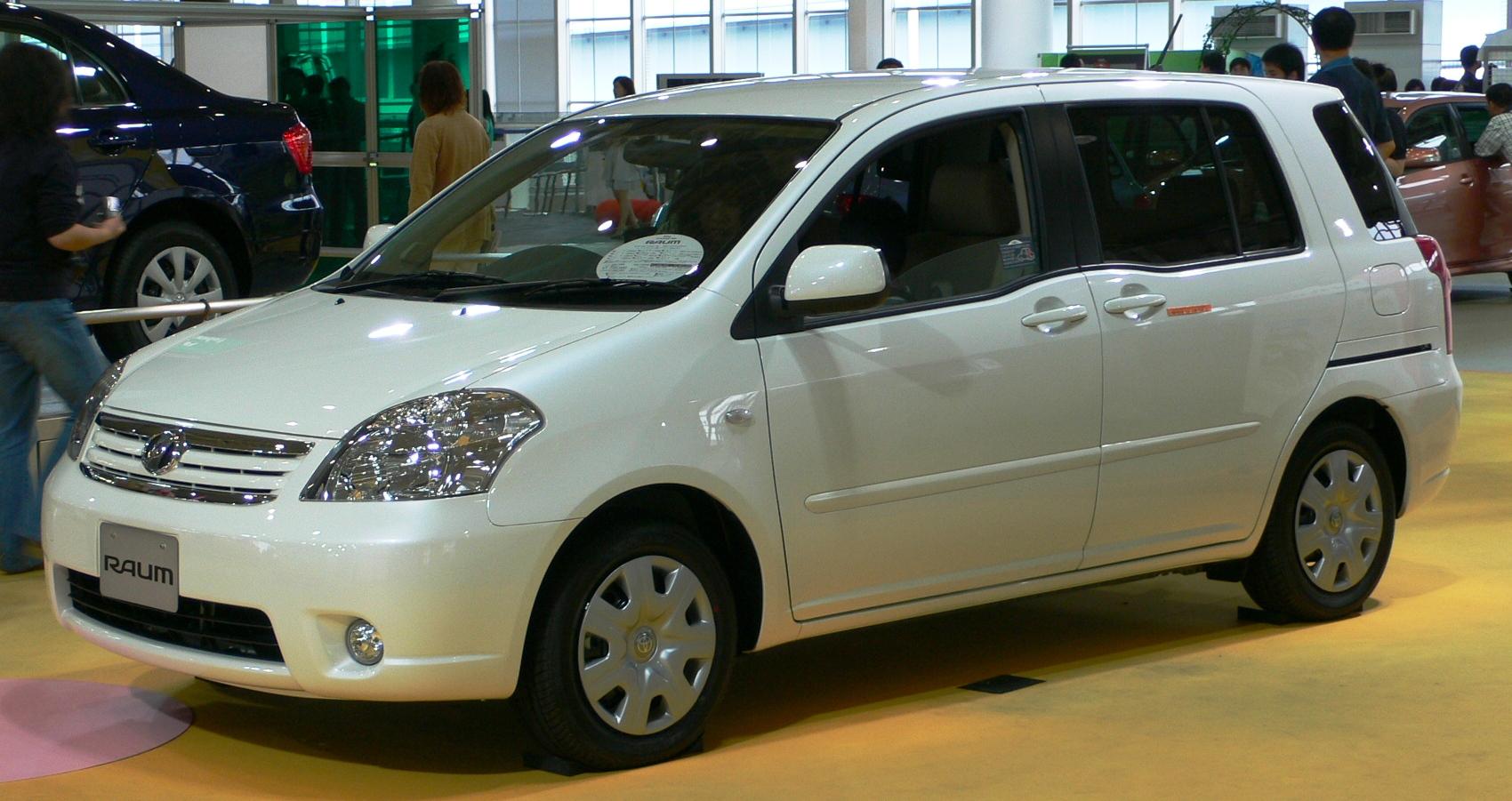 Toyota Raum 2006 года