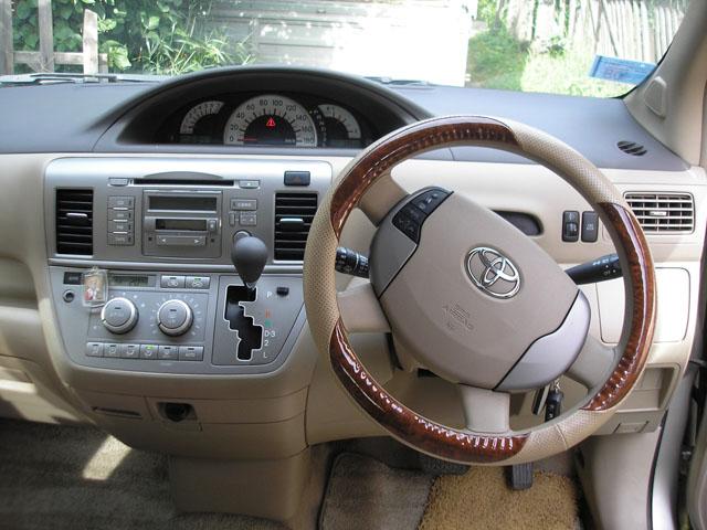 Toyota Raum интерьер