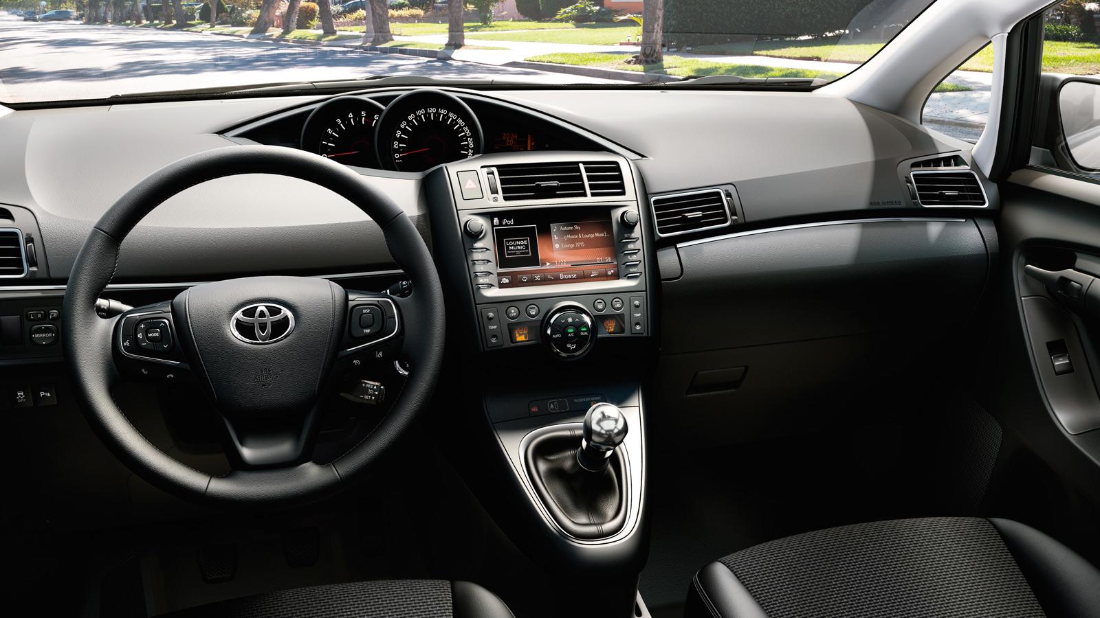 Toyota Verso интерьер