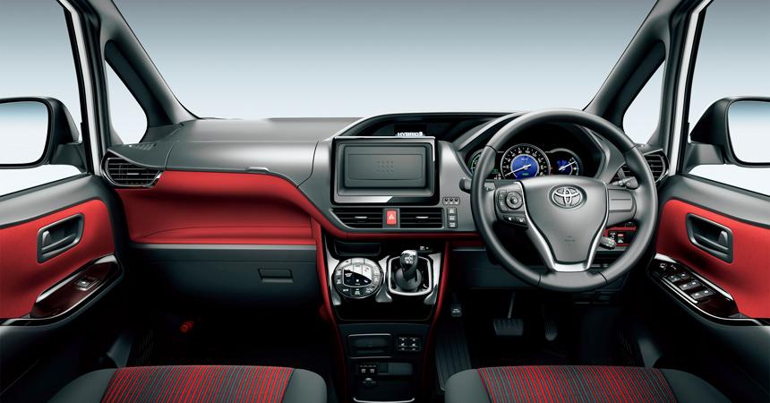 Toyota Voxy интерьер