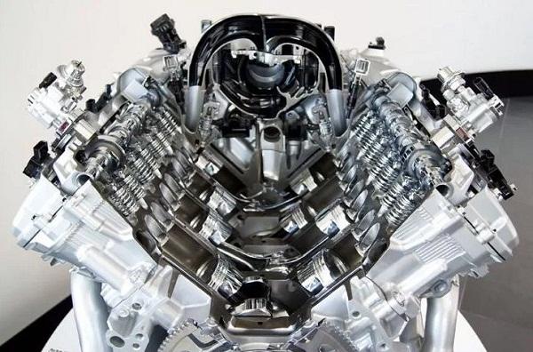 Двигатель 1UR-FE в разрезе