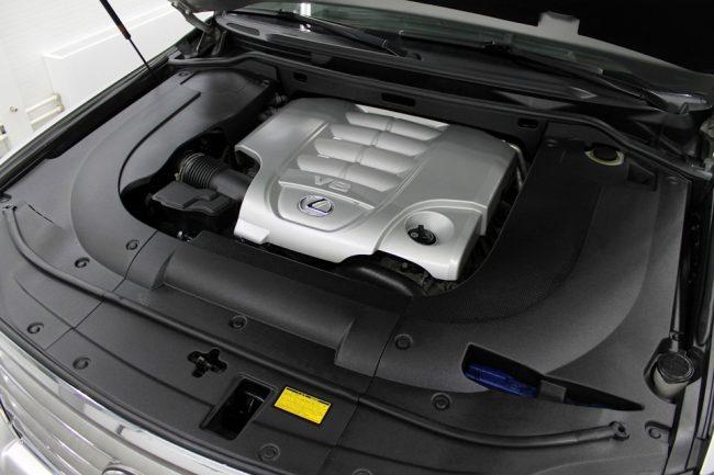Моторный отсек Lexus LX