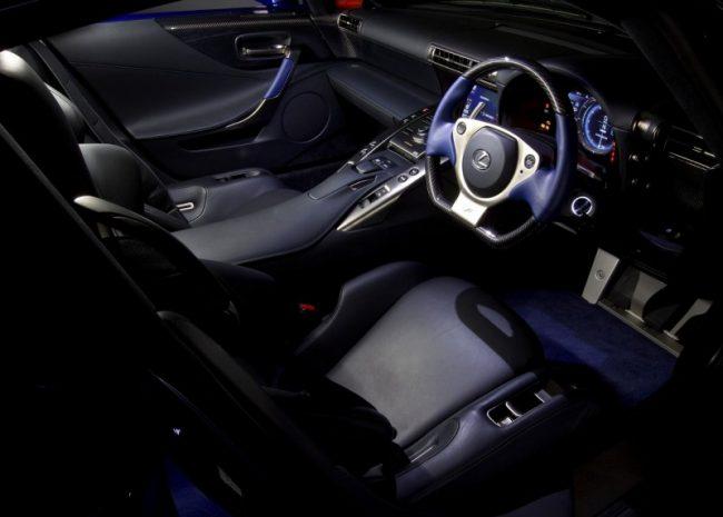 Салон автомобиля Lexus LFA