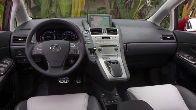 Салон Lexus HS250h