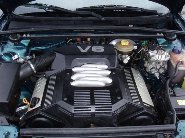 Подкапотное пространство Audi A6 с двигателем ABC