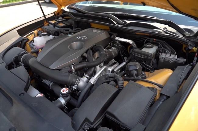 Подкапотное пространство Lexus RC