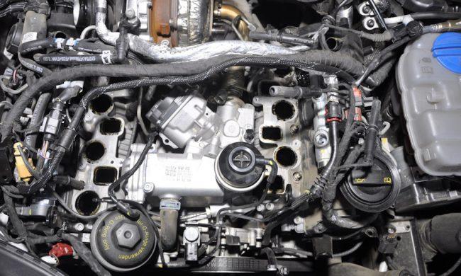Процесс ремонта двигателя CDUC