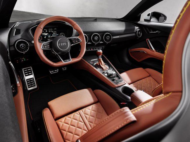 Место водителя в салоне Audi TTS