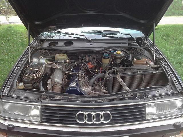 Подкапотное пространство Audi 200