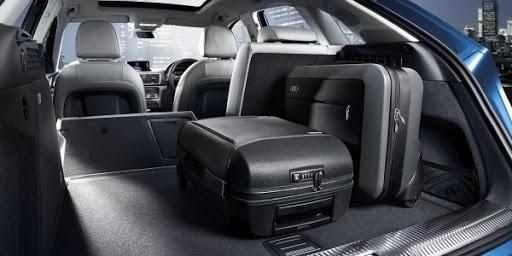 Багажник легко увеличивается в объёме более, чем в три раза