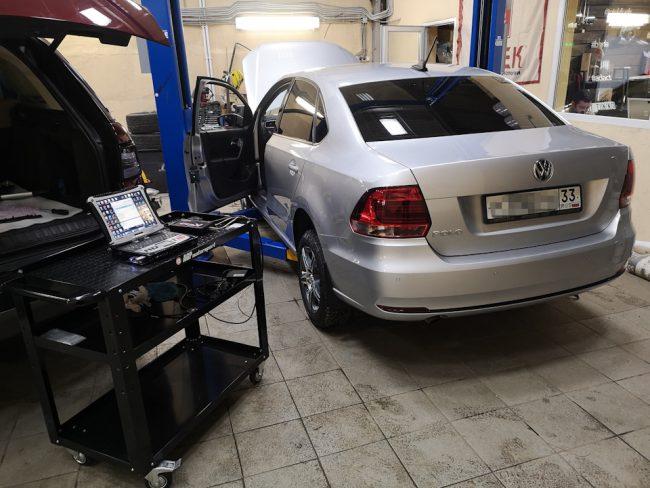 Процесс диагностики электроники двигателя Volkswagen Polo