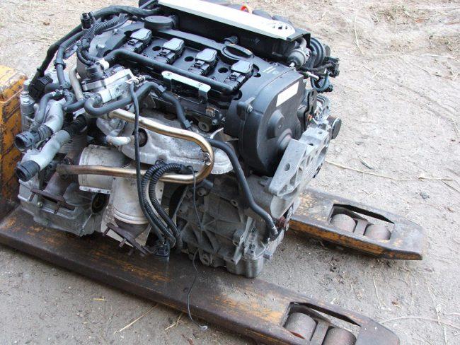 Демонтированный двигатель BVY